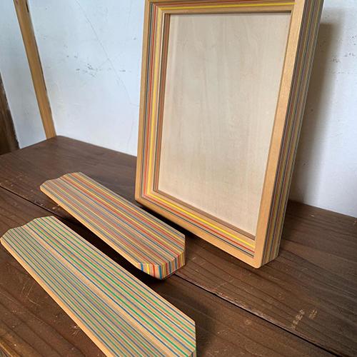 「Paper-Wood」色のついた紙と木材の積層が美しい合板です。