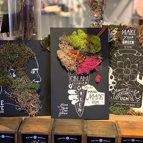 GREEN ART KIT。黒板になったアートボードとコケやリーフ、チョーク、ボンドまでがセットになったアートキットです。