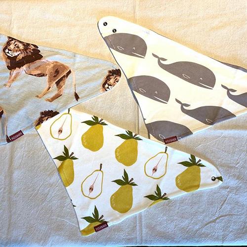 動物や果物など、自然をモチーフにしたテキスタイルデザインのスタイ。