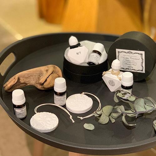 アロマオーナメント。石膏でできたオーナメントにアロマオイルをたらして使うセラミックアロマディフューザー。