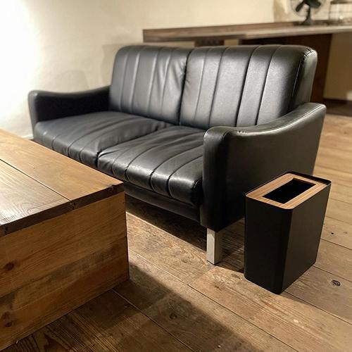 重厚感のあるスチールとナチュラルなウッドの組み合わさったダストボックス「RIN(リン) トラッシュカン」。